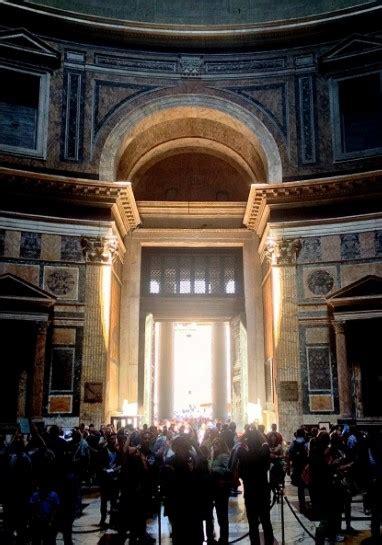 Ingresso Pantheon by Ingresso Pantheon Illuminato Alle Ore 12 21 Aprile