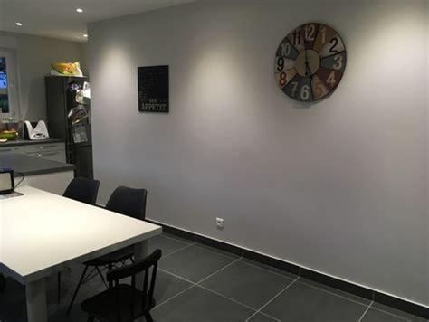 cuisine blanche sol gris couleur mur cuisine blanche kirafes