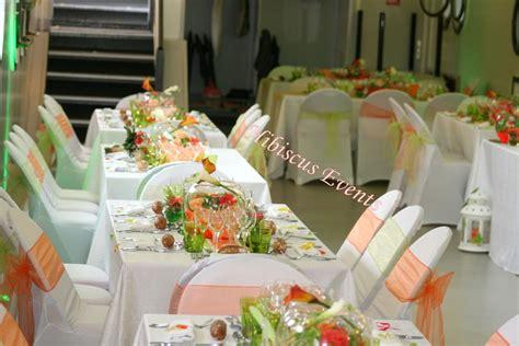 decoration de table aux couleurs vert anis  orange