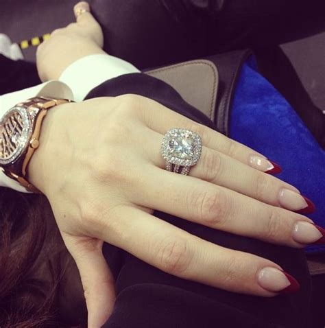 khloe kardashian's ring. basically i want to drag my hand ...