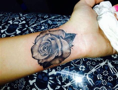 15 Delightful Black Rose Tattoos On Wrist
