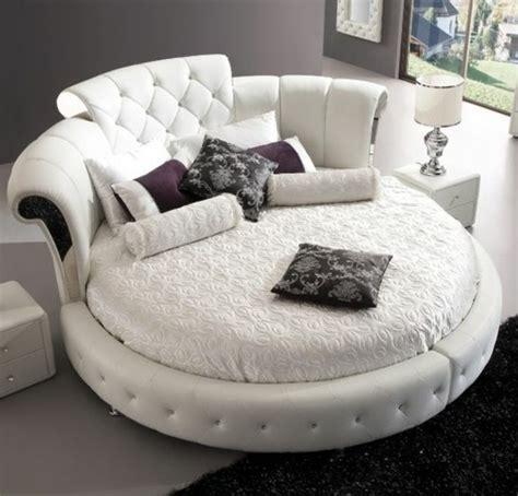 canape forme ronde choisissez un lit en cuir pour bien meubler la chambre 224