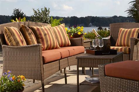 3 ideas for arranging your patio furniture