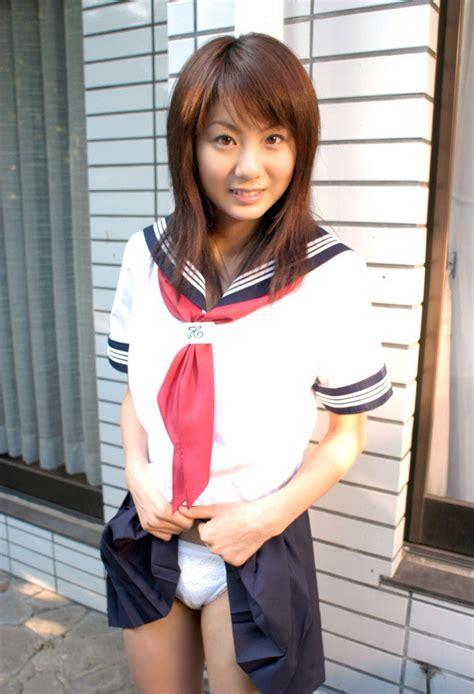 学生妹的裙底诱惑图片摄影写真 - 性感美女
