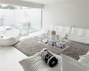 un salon en gris et blanc c39est chic voila 82 photos qui With tapis couloir avec destockage canapé lit