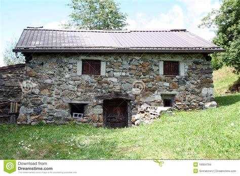 vieille maison de montagne dans la images stock image 16064794