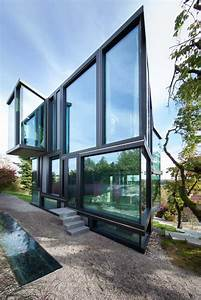 Don U2019t Throw Stones  Modern Glass House Is Super Sharp