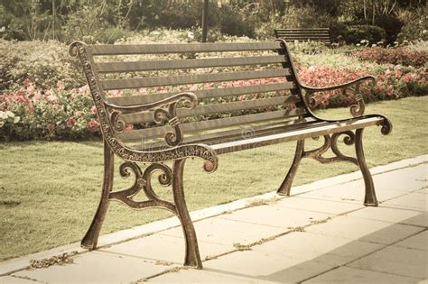 Metallbank Im Garten Stockfoto Bild Von Metall, Park