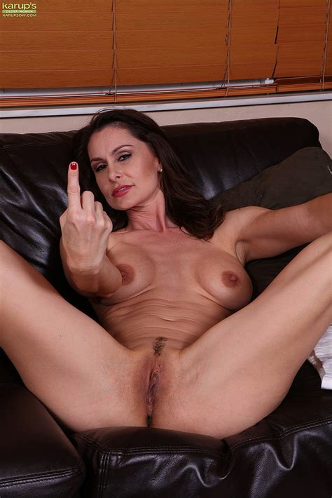 Sexy Milf Nora Noir Tease And Get Naked Milf Fox