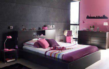chambre mur violet décoration chambre parentale harmonie de gris et
