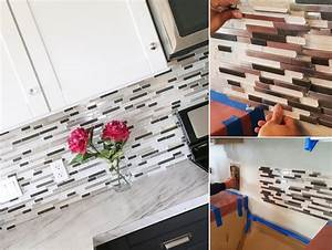 Top 20 diy kitchen backsplash ideas for Kitchen colors with white cabinets with putting stickers on water bottles