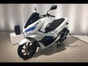 Scooter Electrique 2018 : honda pcx 2018 le scooter passe l 39 lectrique et l 39 hybride en asie youtube ~ Medecine-chirurgie-esthetiques.com Avis de Voitures