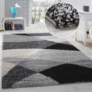 Tapis Shaggy Blanc : tapis shaggy longues m ches hautes motifs gris noir blanc tous les produits ~ Teatrodelosmanantiales.com Idées de Décoration