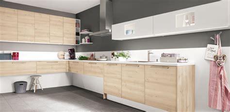 couleur taupe cuisine cuisine quelle couleur associer avec le bois darty