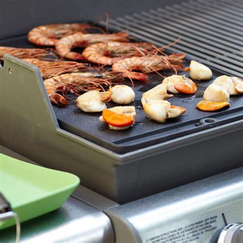 plancha en fonte pour barbecue plancha weber en fonte pour barbecue genesis s 233 rie 300 plantes et jardins
