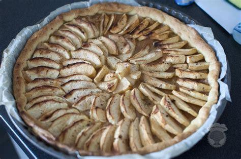tarte aux pommes maison tarte aux pommes cannelle et vanille une tortue dans la cuisine
