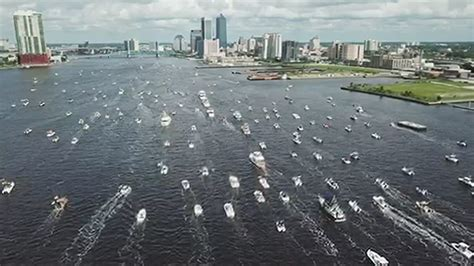 dozens  boats    st johns river