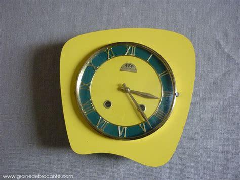 pendule de cuisine pendule de cuisine jaune ées 50 en formica