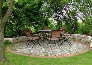 Runder Holztisch Garten : runder pool im garten runder pool 25 prima vorschl ge pool selber bauen swimmingpool im garten ~ Markanthonyermac.com Haus und Dekorationen