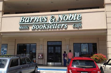 Ross Could Replace Barnes & Noble At Kahala Mall In