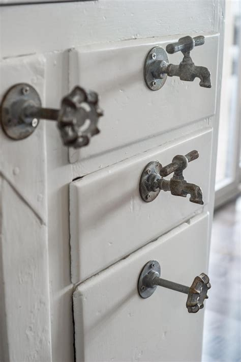 Knobs And Pulls Ideas by Kitchen Pictures From Diy Network Cabin 2015