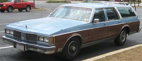 Filend Oldsmobile Custom Cruiser Jpg Wikimedia Commons