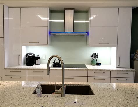 colored glass backsplash kitchen mirror or glass backsplash the glass shoppe a division