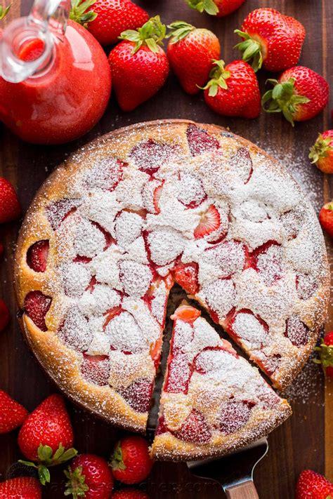 easy strawberry cake  strawberry sauce