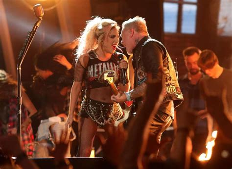 Grammy fail: Metallica, Lady Gaga perform awkward duet ...