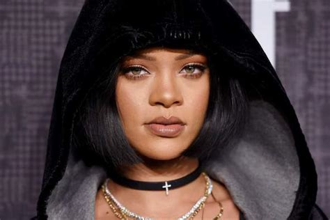 rihanna real eye color what is rihanna s real eye color does she wear coloured