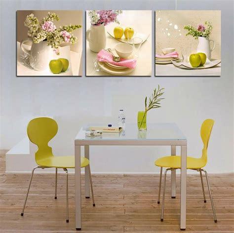 tableau deco pour cuisine cuisine à la décoration printanière inspirée par les fleurs design feria