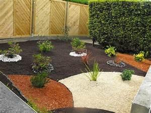 Creation massif arbustif avec paillage pouzzolane for Amenagement jardin avec gravier 11 le jardin japonais encore 49 photos de jardin zen
