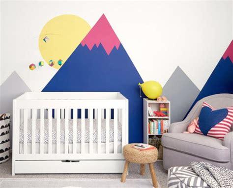 stickers muraux chambre fille déco montagne dans la chambre de bébé
