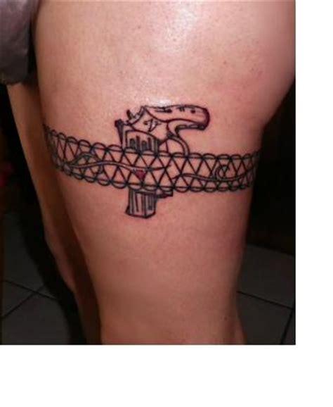 Tatouage Femme Cuisse Pistolet
