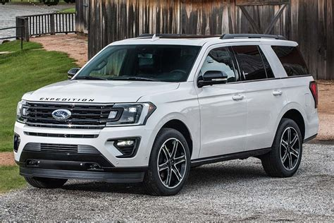 ford expedition review autotrader