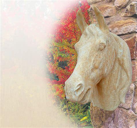 Stilvolle Pferdefigur  Pferdeskulptur Garten