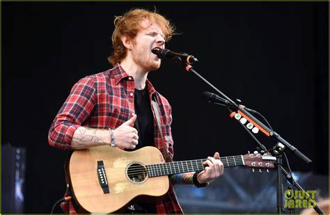 ed sheeran sings     festival photo  ed