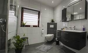 Günstige Fliesen Für Badezimmer : badezimmer komplett fliesen haus planen ~ Markanthonyermac.com Haus und Dekorationen