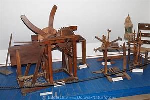 Altes Werkzeug Holzbearbeitung : schwingmaschine foto vom wilseder heidemuseum altes werkzeug um bastfaser auszuschlagen ~ Watch28wear.com Haus und Dekorationen
