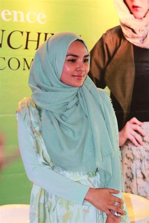 gaya hidup sehat desainer hijab ria miranda foto