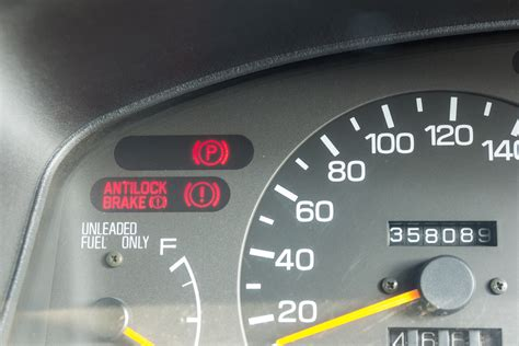 3 warning lights that mean stop driving right now