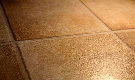 Colocación de suelo de gres, especialistas en casas de madera