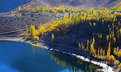 ghizers flowing river pakistan tours guide