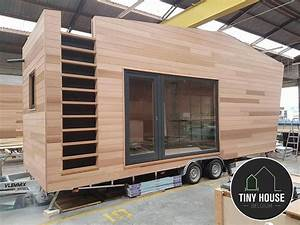 Tiny House Auf Rädern : a sleek modern tiny house on wheels designed by tiny house belgium for the pop up hotel ~ Sanjose-hotels-ca.com Haus und Dekorationen