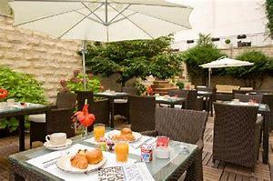 Résultat d'images pour petit déjeuner en terrasse