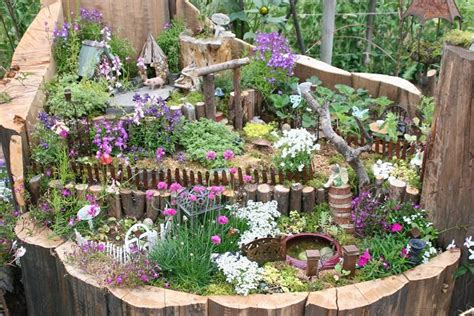 recycle  tree stump ideas