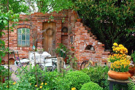 Frühlingsdeko Im Garten by Gartendeko Ruinenmauern Garten Garten Garten
