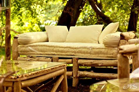 canapé bois flotté canapé en bois flotté au clair de lune luminaires bucoliques et mobilier design naturel