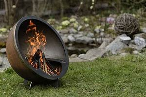 Offenes Feuer Im Garten Bayern : besondere feuerstelle als halbkugel ~ Lizthompson.info Haus und Dekorationen