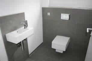 bad fliesen grau weiss bad ideen gäste wc möbelideen